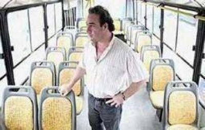 Riojanos Ltda. apuntó duro contra el viceintendente Armando Molina