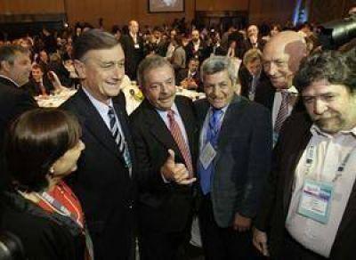 Los empresarios piden imitar el modelo de Brasil: crecer y distribuir sin inflación