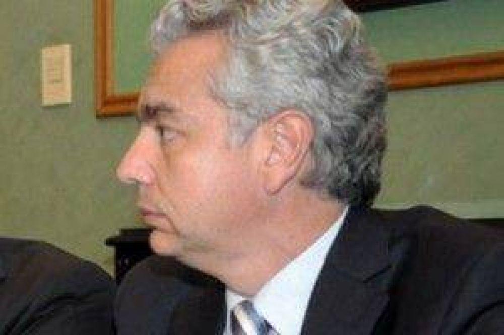 """Ministro Insausti: """"se trata de una situación de una irracionalidad que es difícil de imaginar"""""""