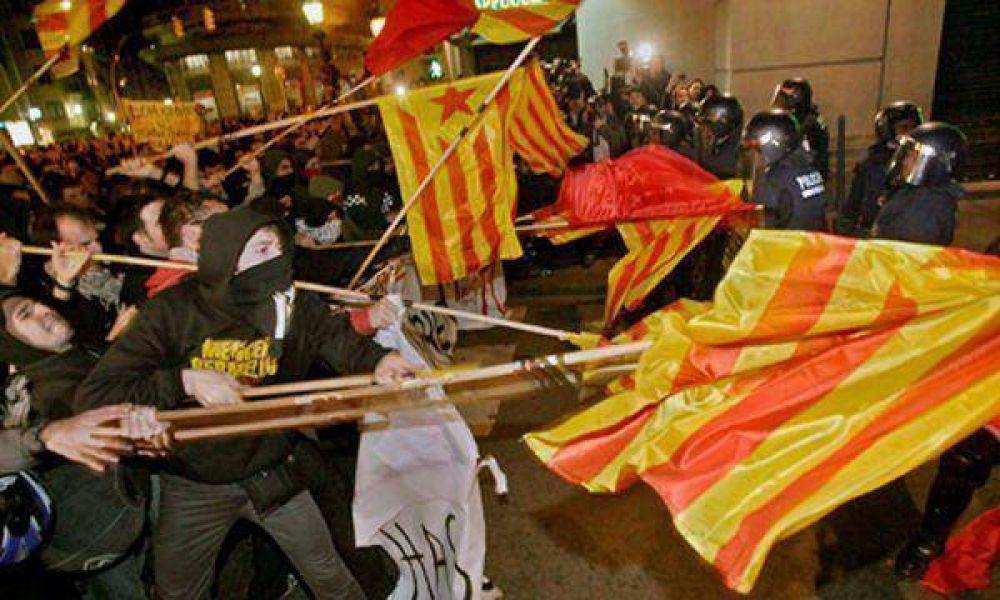 Barcelona: dura represión policial a estudiantes