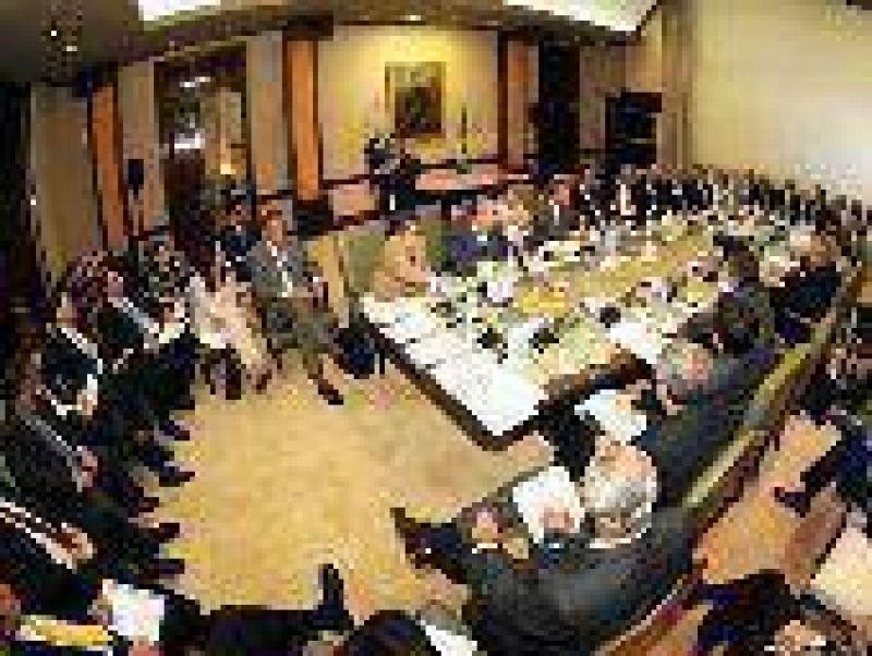 Repaso de agenda en reunión de gabinete del gobierno provincial