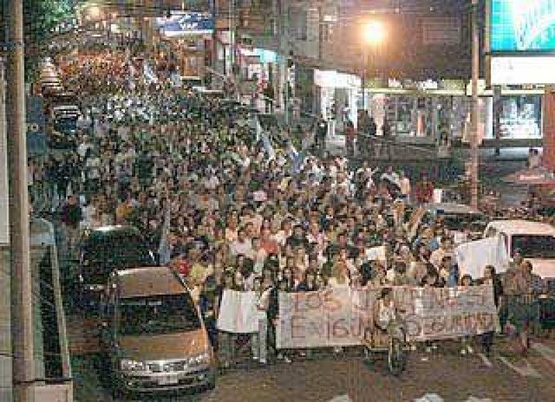 La marcha arranc� con 3 mil y termin� con 4 mil: los j�venes fueron el motor de la movida