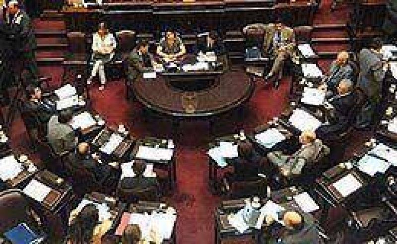 Oficialismo consigui� dictamen en Senado para adelanto electoral