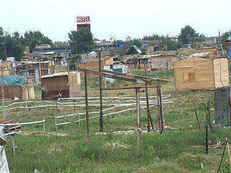 LOMAS | VENCE EL PLAZO PARA LAS NEGOCIACIONES    Sigue la construcción de viviendas en el predio de Camino Negro