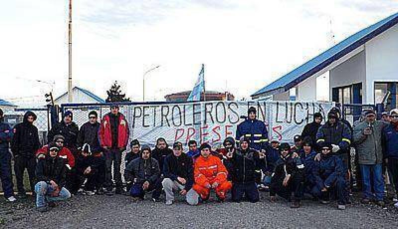 Los desocupados petroleros de la cuenca austral tomaron planta de Petrobras
