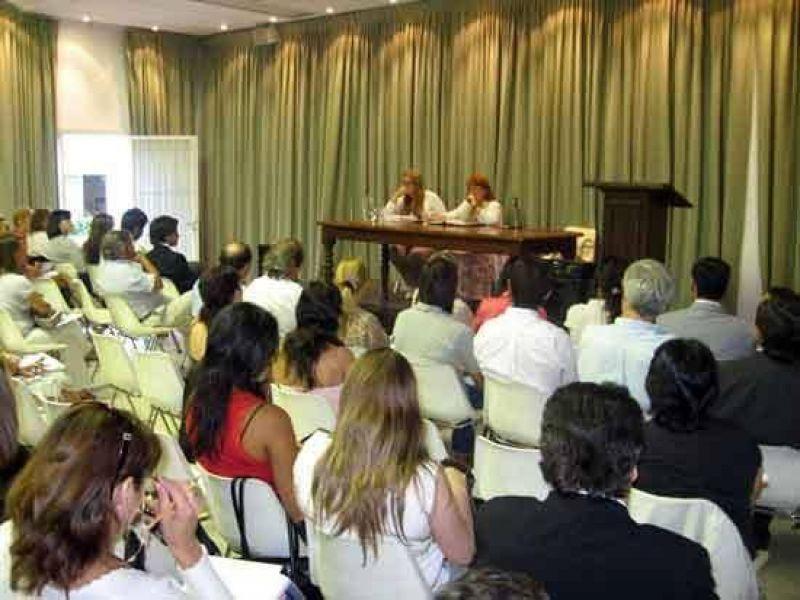 Monserrat informó a abogados sobre funcionamiento del Juzgado de Familia.