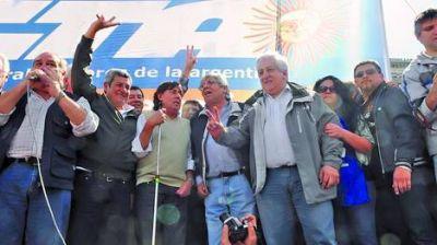 Moyano y Micheli fueron a protestar juntos frente al Congreso