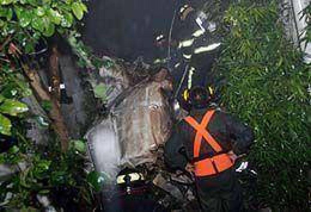 Ecuador: un avión se estrelló en zona residencial de Quito