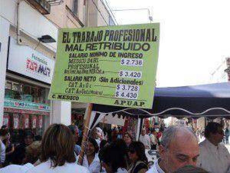 Para los Profesionales de Jujuy, el gobierno de Fellner �no est� buscando soluciones, est� buscando patear las cosas para adelante�