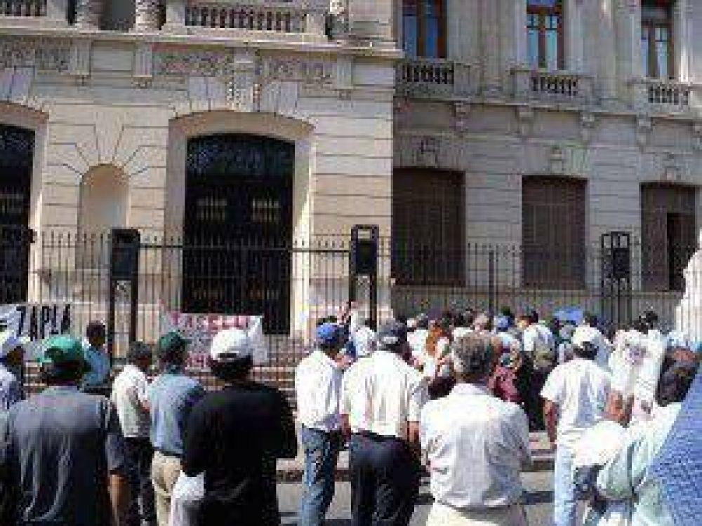"""Ex trabajadores de Zapla ante falta de respuesta del gobierno de Jujuy: """"si es necesario, vamos a llegar a medidas mas profundas"""""""