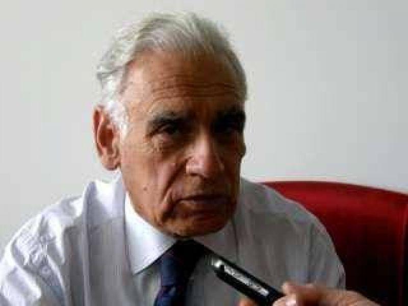 Desmintió rumores de renuncia y anunció que Uría es el nuevo presidente.