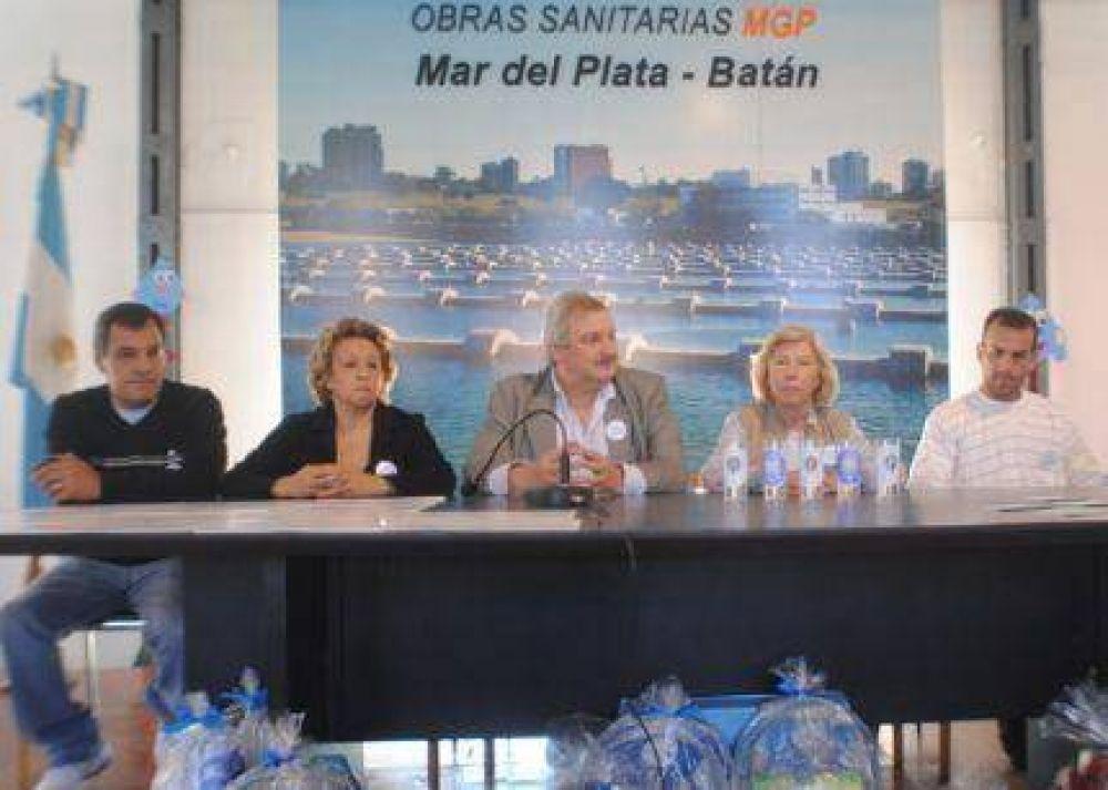 """Obras Sanitarias entregó premios del Proyecto Educativo """"¿Nos lavamos las manos""""?"""