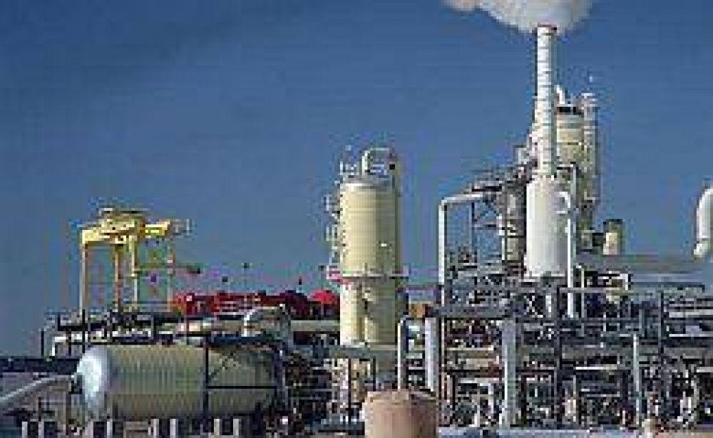 Tras acordar suba salarial, petroleros levantaron el paro