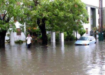 El temporal que golpeó el área metropolitana dejó 2 muertos, más de 2.800 evacuados, inundaciones y derrumbes
