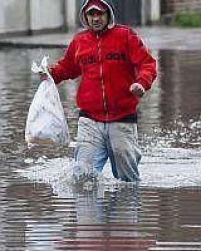 Cede el agua en el conurbano pero aún hay más de 3.400 evacuados