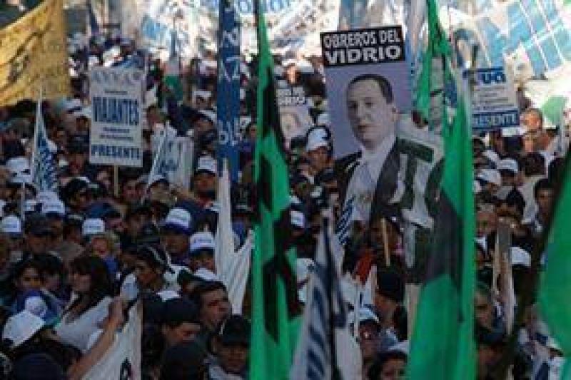 Marchan los gremios opositores en reclamo por los fondos de las obras sociales