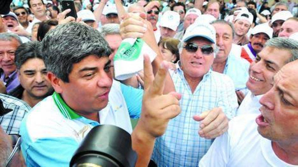 Masiva marcha de Barrionuevo y Camioneros por las obras sociales