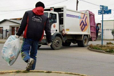 "Arranca ""Agrotécnica Fueguina"" a juntar la basura en Zárate"