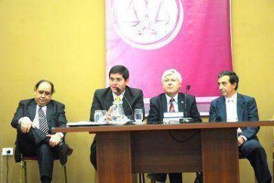 Abogados debatieron sobre El Código Civil