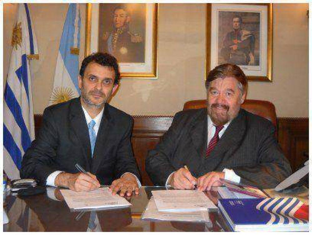 LA UNPAZ SUSCRIBIO CONVENIO CON LA EMBAJADA ARGENTINA EN URUGUAY
