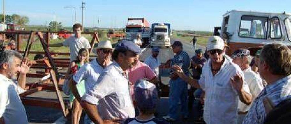 El paro del campo arrancó con cortes pero sin incidentes