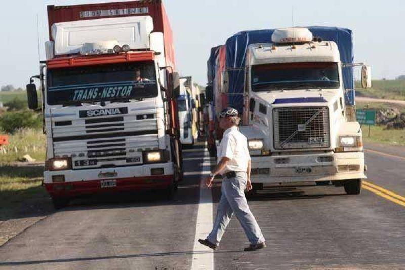 Tensión entre camioneros y productores