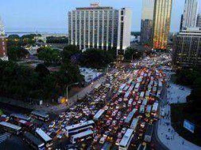 Apagón: Tres millones de damnificados y en algunos barrios siguen sin luz
