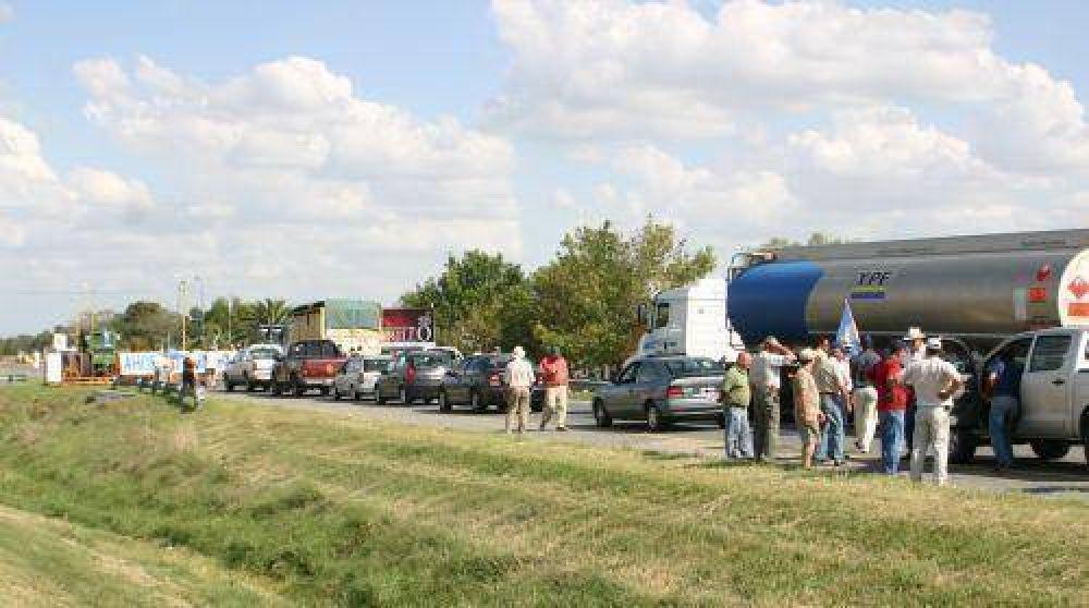 En el primer día del paro, la protesta del campo se hizo sentir en la Autovía 2