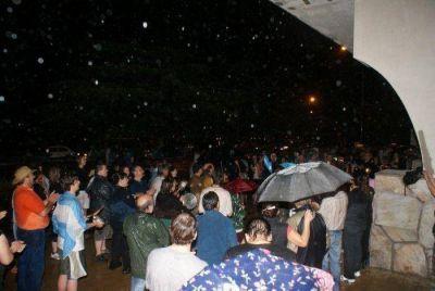 Pese a la lluvia hubo cacerolazo en Tornquist