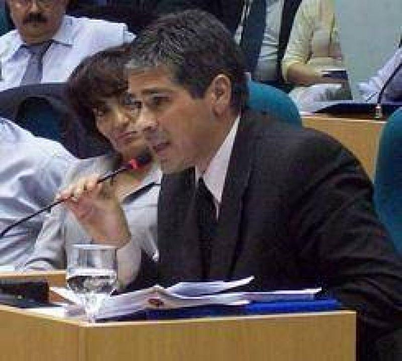 """Gonzalez: El compromiso de suspender las paritarias con la condición de que las empresas no despida gente""""."""