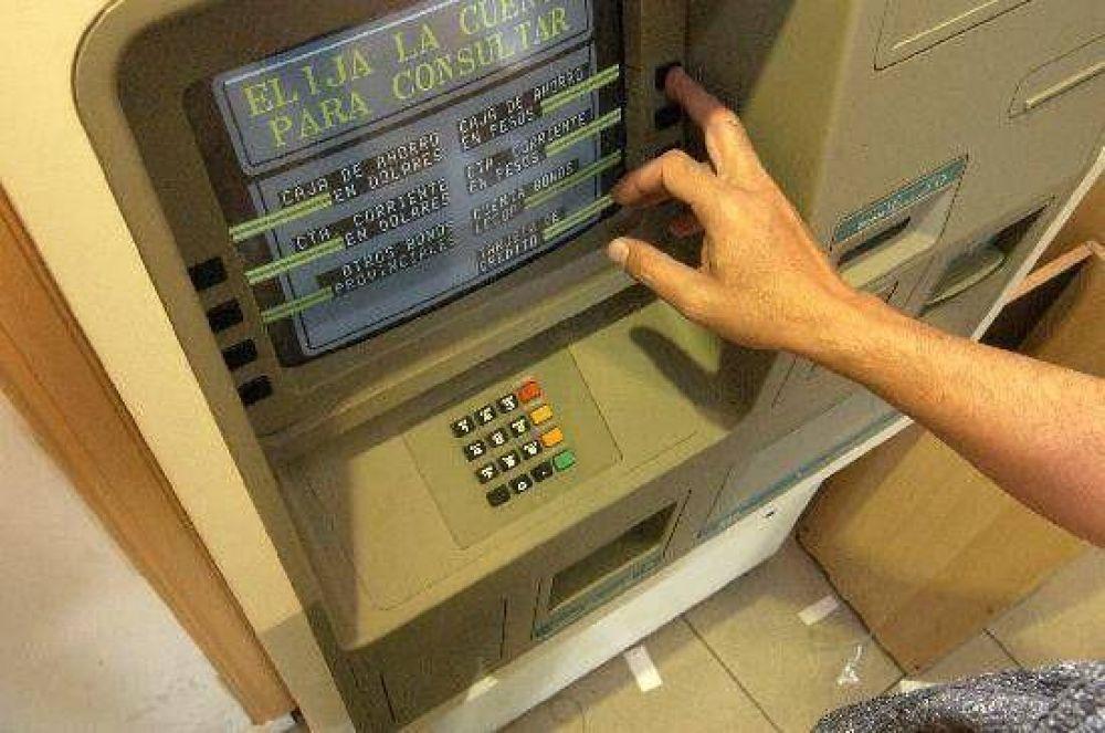 Avanza proyecto para prohibir cajeros automáticos en casinos.