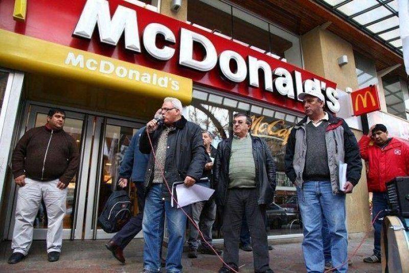Weretilneck intercedi� y UTHGRA suspendi� reclamo en Mc Donald's