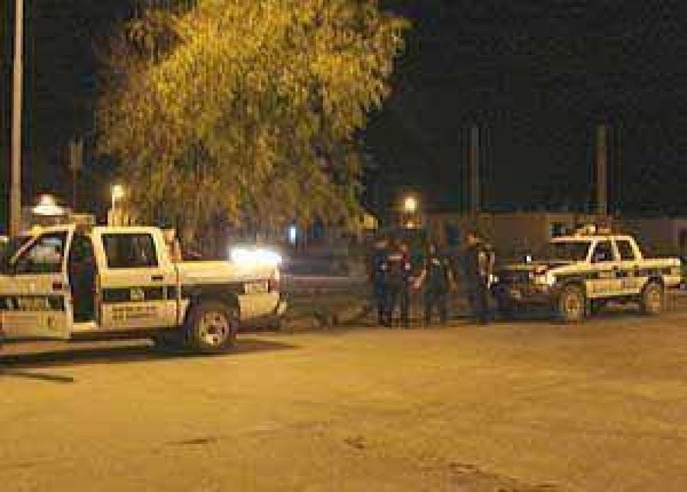 Otro respaldo a la Policía: José Eseverri visitó al oficial atacado por vecinos en el operativo del Facundo Quiroga II
