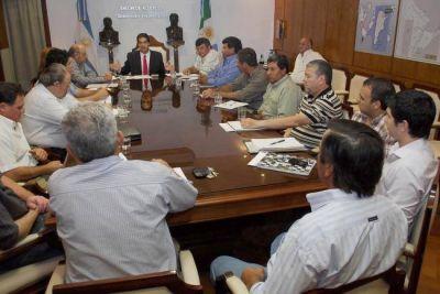 Gobierno y Consorcios Rurales analizaron la implementación de corriente eléctrica, aguada y viviendas