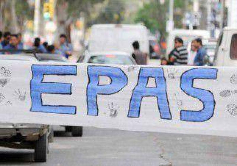 Paro de trabajadores del EPAS complicó a usuarios