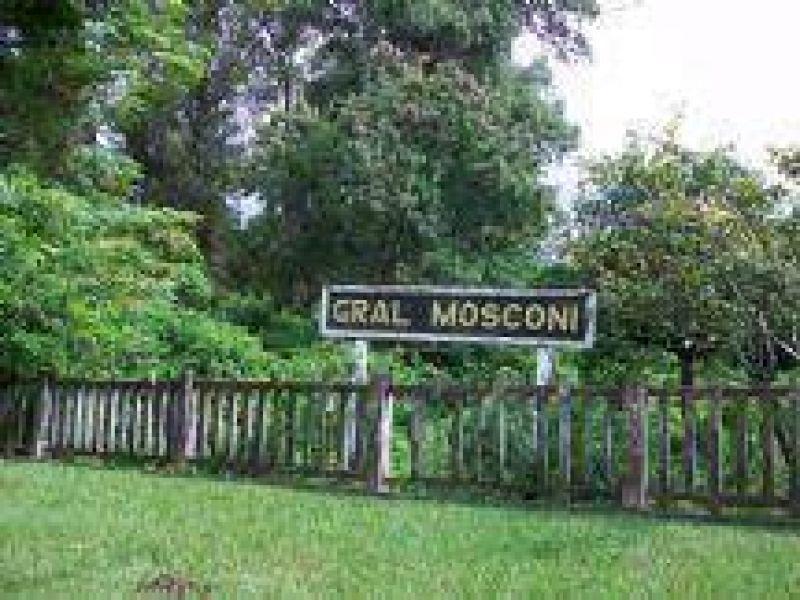 Mosconi: Empleados tomaron el canchón municipal