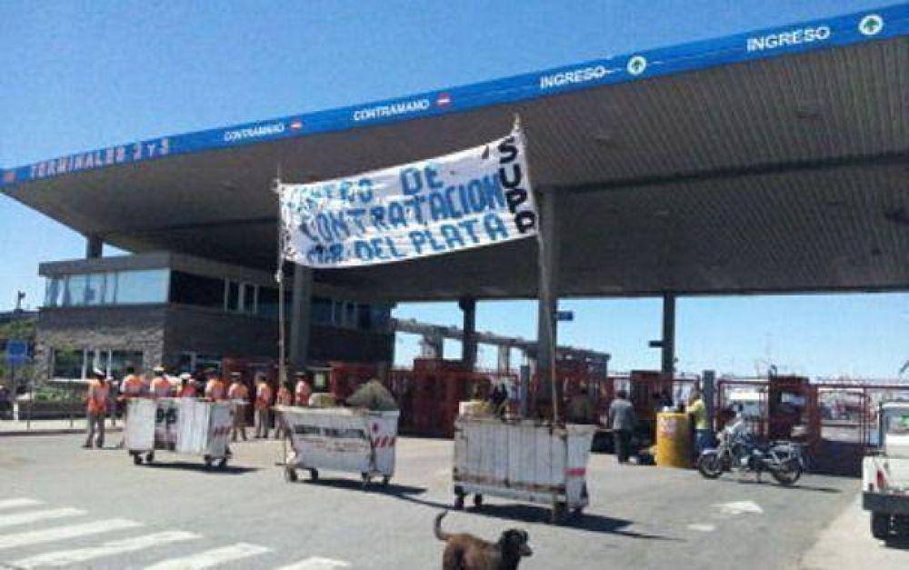 Estibadores cortan ingreso al puerto para reclamar por contratos de cooperativas