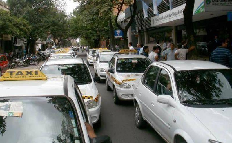 Más de 100 taxistas bloquearon la intendencia capitalina