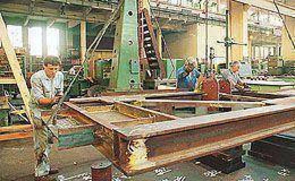 La industria cayó 3% en el primer bimestre del año