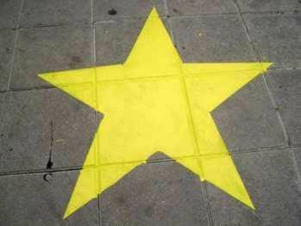 Estrellas amarillas para recordar víctimas de accidentes de tránsito