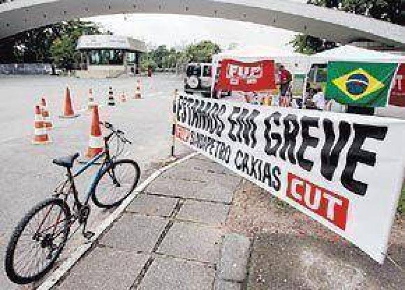 Una huelga paraliza los pozos y las plataformas de Petrobr�s