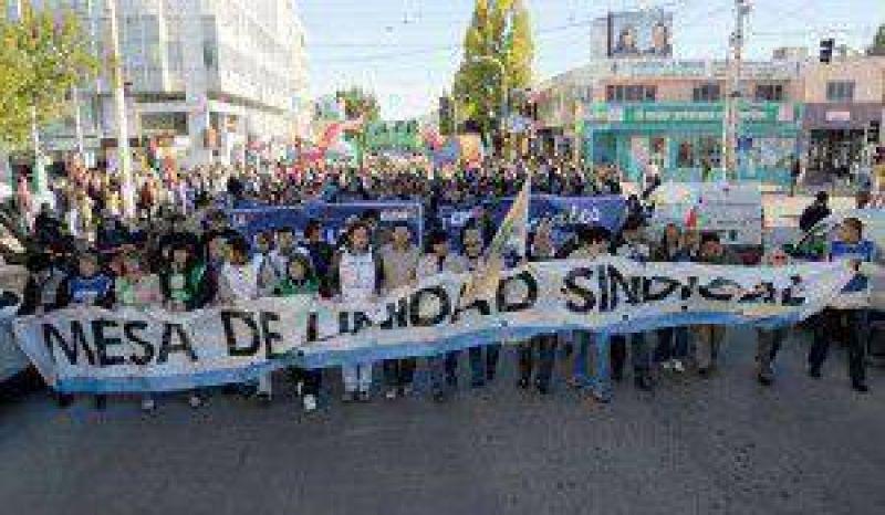 """Sin confrontar, los gremios eluden manifestar que """"apoyan"""" al gobierno y piden aumento salarial"""