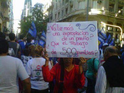 Trabajadores de Carrefour en contra de la restitución de San Lorenzo