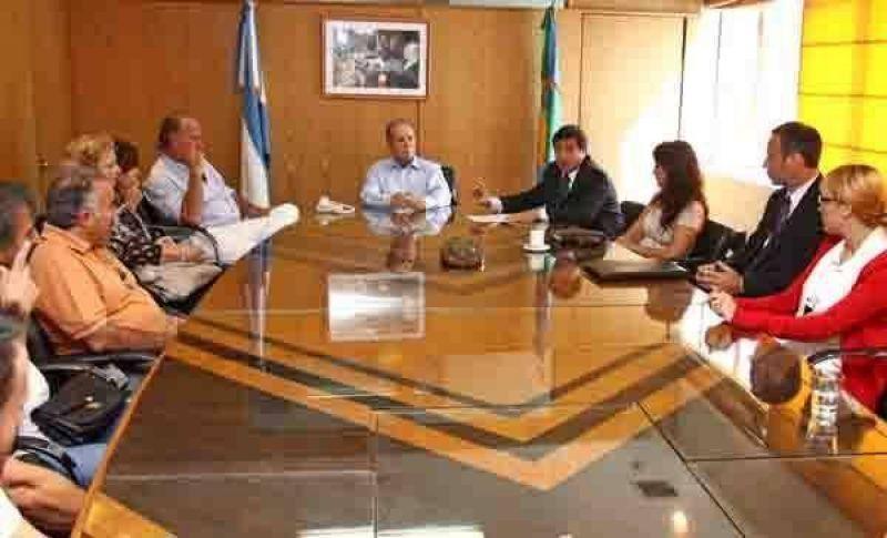El Ministro Arroyo visitó la jornada de inscripción a un programa de asistencia para la niñez