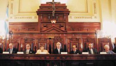 Per Saltum': la Casa Rosada lo ve como un as de espadas, pero la Corte no da señales