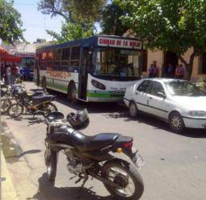 Se levantó el paro de colectivos urbanos tras arduas negociaciones