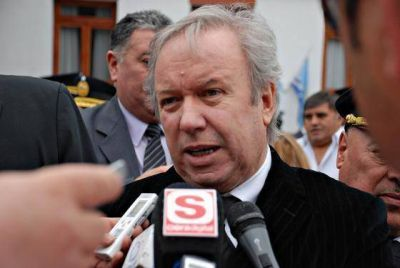 Peralta promulgó las leyes referidas a los acuerdos con YPF