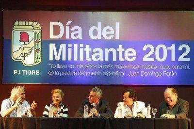 Emotivo homenaje para Leonardo Favio en el Día del Militante en Tigre