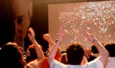 Militantes conmemoraron el Día de la Militancia con la película sobre Kirchner en el Luna Park