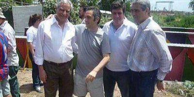 """Mariotto celebró el día """"militando"""" en la Isla Maciel: jornada solidaria"""